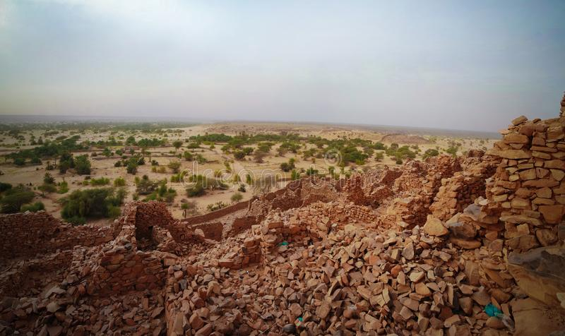 Ruinen von Ouadane-Festung in Sahara bei Mauretanien stockfotografie