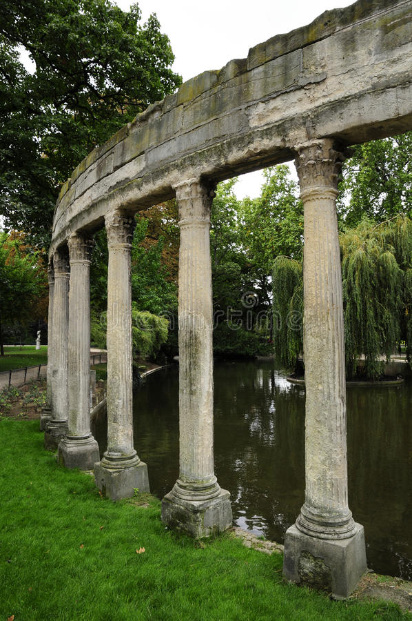 Ruineort des Rom-Palastgebäudes lizenzfreie stockfotos