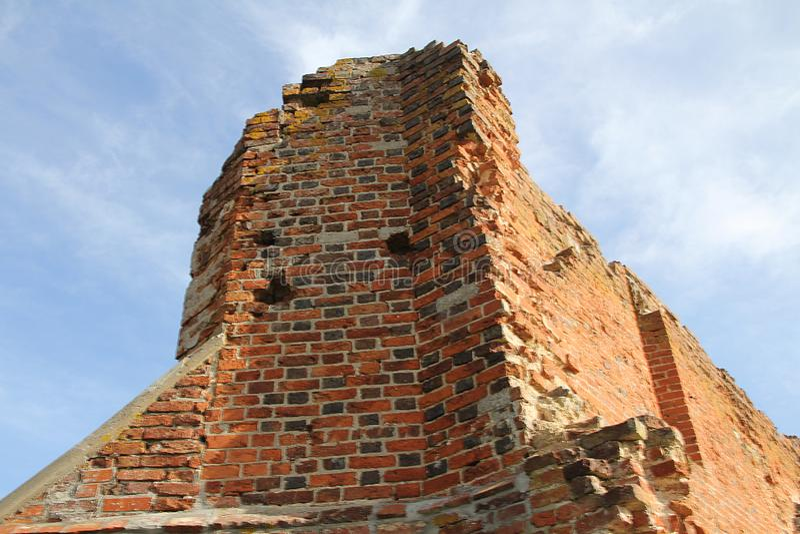 ruinerna i en gammal kyrka royaltyfria bilder