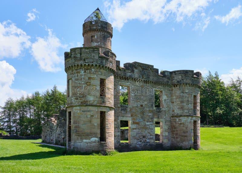 Ruines écossaises antiques chez Eglinton dans l'été image libre de droits