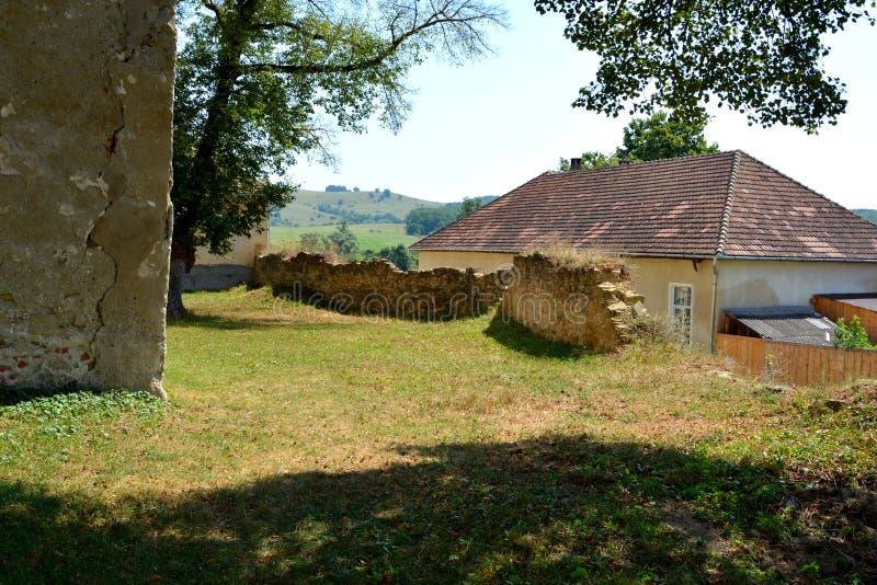 ruines Église saxonne médiévale enrichie dans Toarcla-Tartlau, la Transylvanie, Roumanie image libre de droits