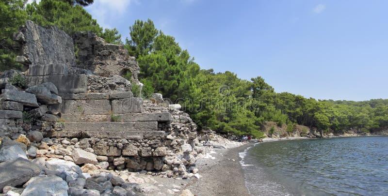 Ruines antiques au cap Phaselis près de Kemer images libres de droits
