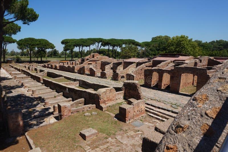 Ruines antiques d'Ostia Antica Rome - l'Italie images libres de droits