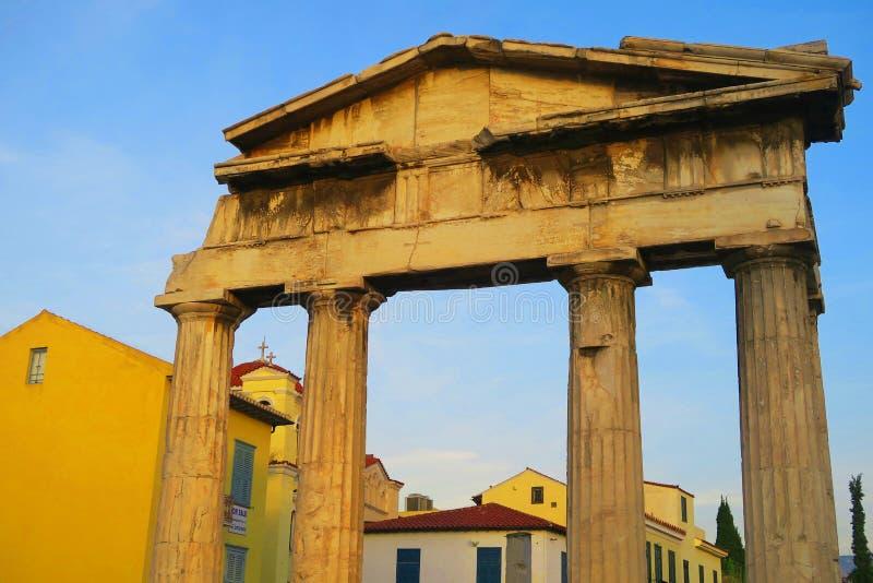 Ruines antiques des colonnes grecques à Athènes photo libre de droits