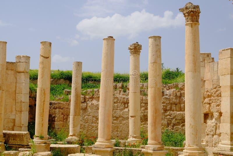 Ruines arch?ologiques romaines dans Jerash chez la Jordanie un jour ensoleill? ?? DE ? image stock