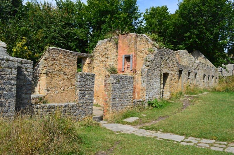 Ruines au village de fantôme de Tyneham, île de purbeck Dorset photos libres de droits