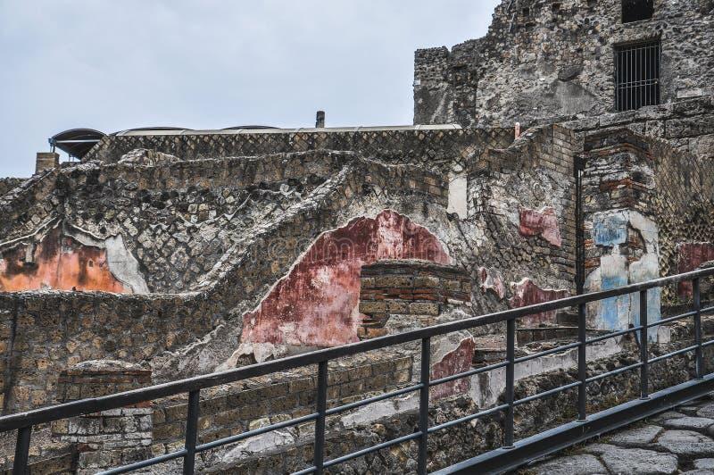 Ruines avec des fresques de ville romaine antique de Pompéi images libres de droits