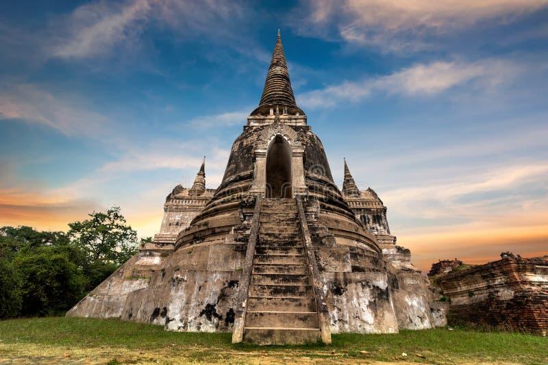 Ruines bouddhistes antiques de pagoda au temple de Wat Phra Sri Sanphet thailand image stock