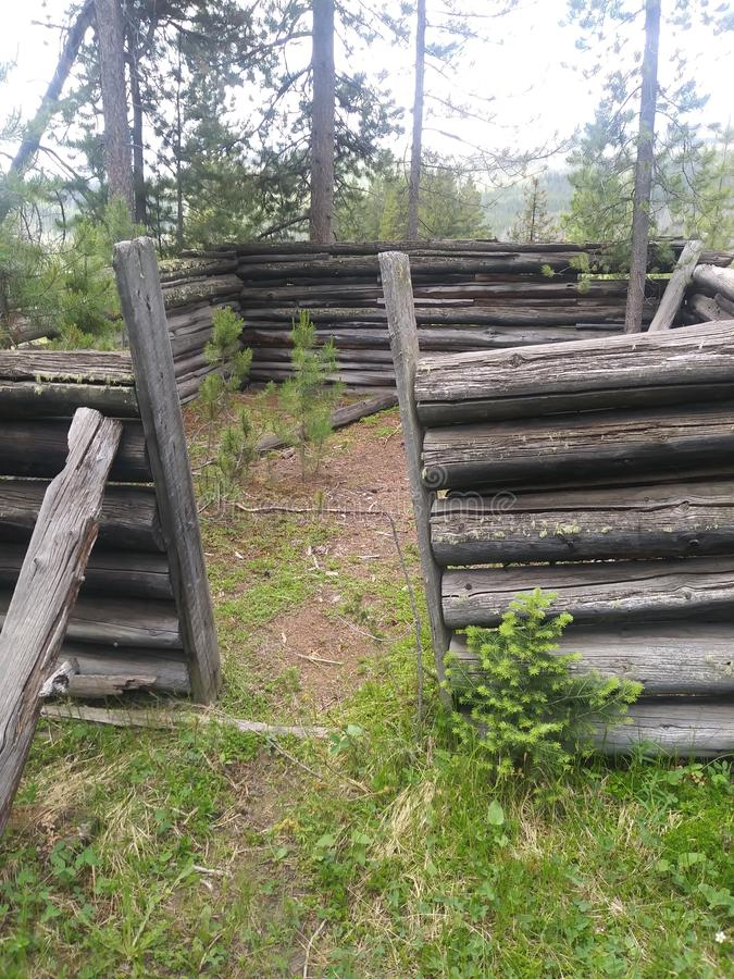 Ruines délabrées de carlingue photographie stock libre de droits