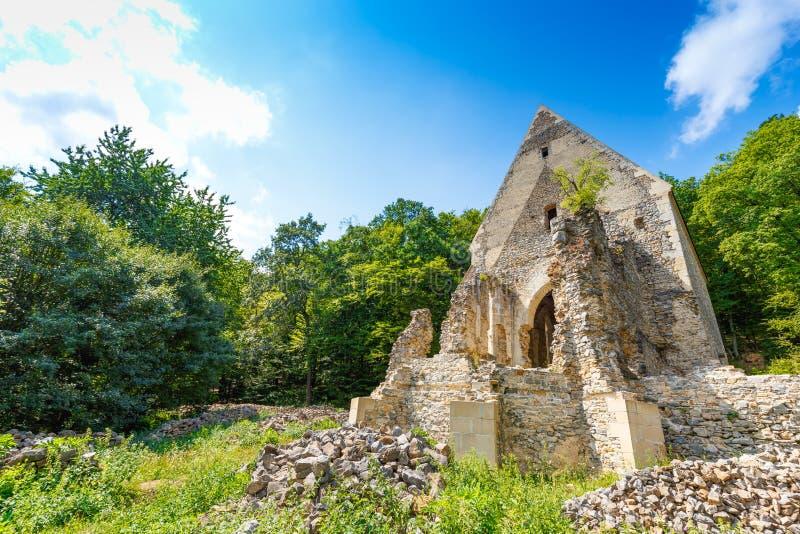 Ruines d'église et de monastère photographie stock