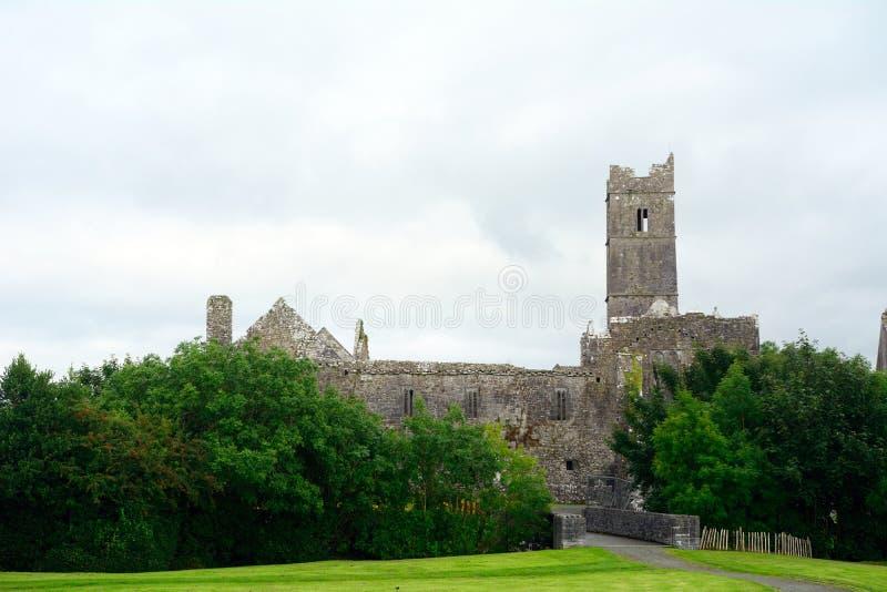 Ruines d'abbaye, Quin, Irlande image libre de droits