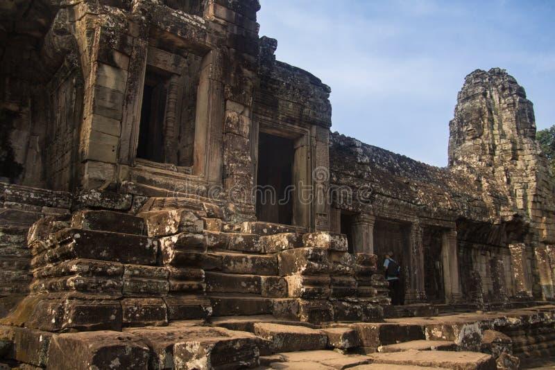 Ruines d'Angkor Vat dans la jungle images stock