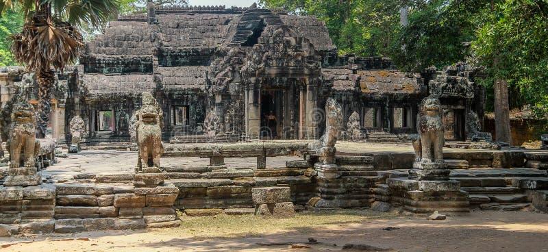 Ruines d'Angkor Vat dans la jungle image stock