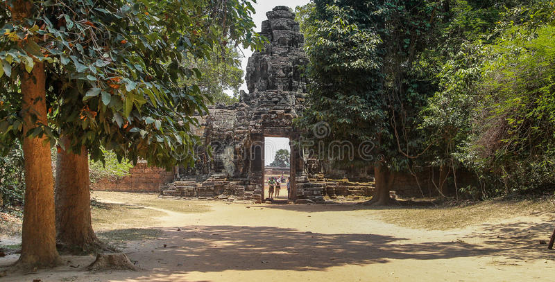 Ruines d'Angkor Vat dans la jungle images libres de droits