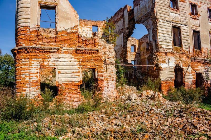 Ruines d'un manoir du 18ème siècle ruiné Belkino photo libre de droits