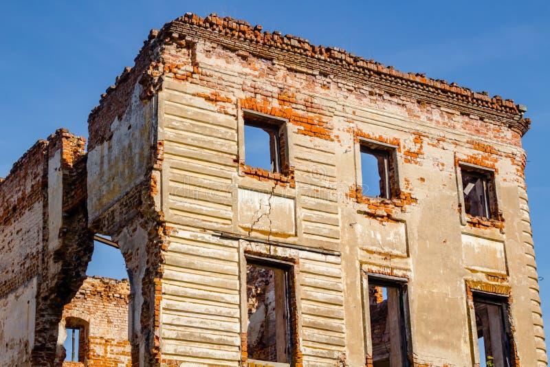 Ruines d'un manoir du 18ème siècle ruiné Belkino image libre de droits