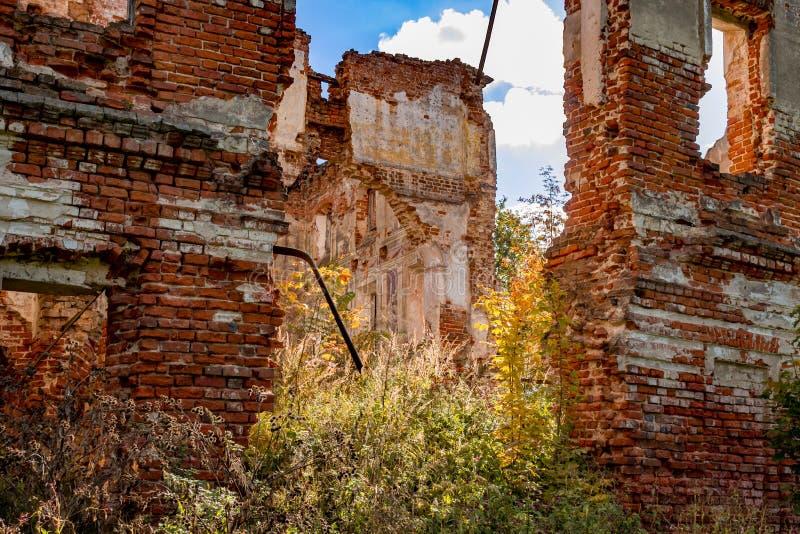 Ruines d'un manoir ruiné du XVIIIème siècle, dehors image libre de droits