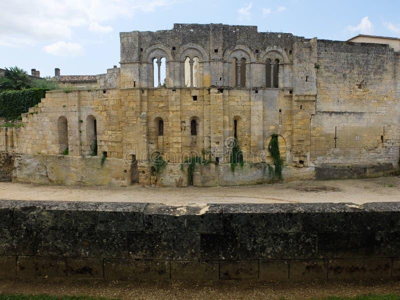 Ruines d'un vieux château médiéval près d'Emilion sant dans les Frances photos libres de droits