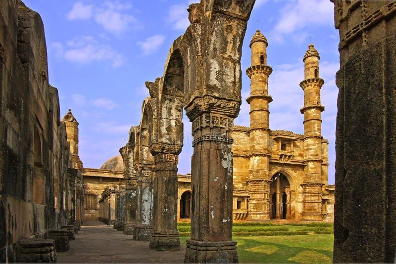 Ruines d'une mosquée antique photographie stock