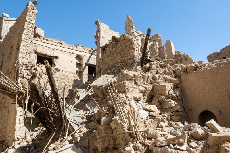 Ruines d'une vieille maison d'argile photographie stock