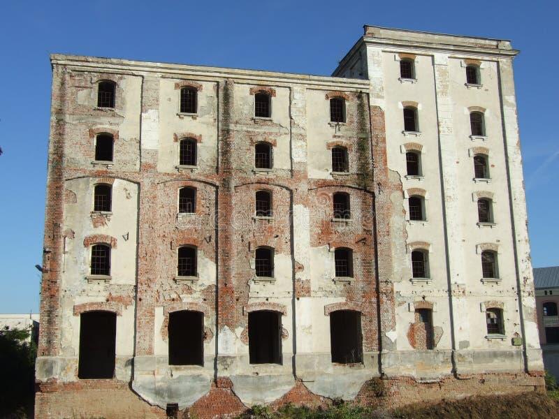 Ruines d'usine de bière de Bragadiru image libre de droits