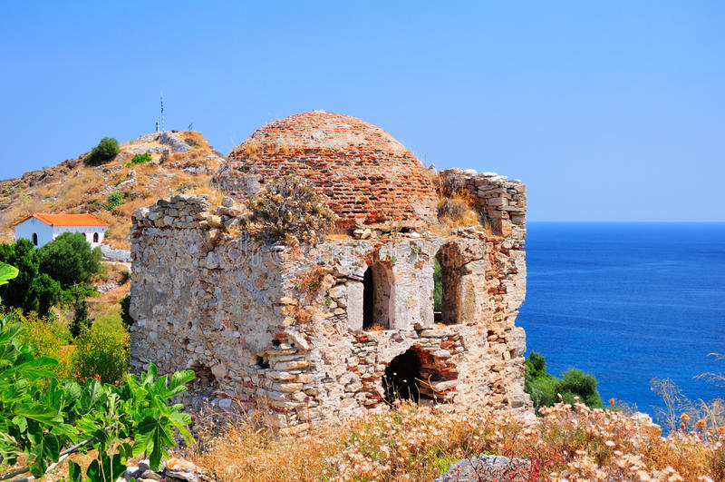 Ruines dans Kastro, vieille métropole de Skiathos, image stock