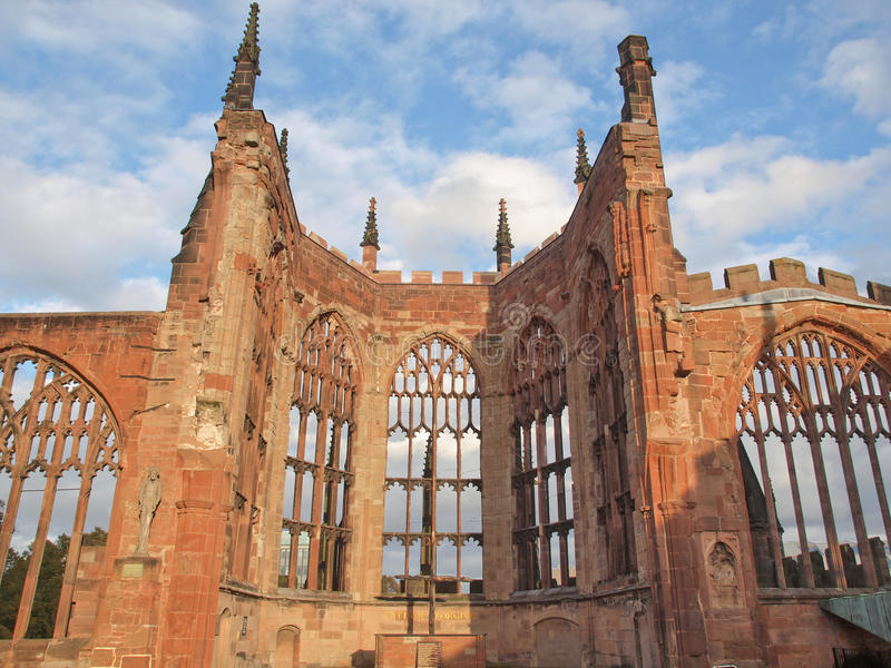 Ruines de cathédrale de Coventry image stock