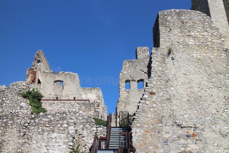 Ruines de château de Beckov photos libres de droits