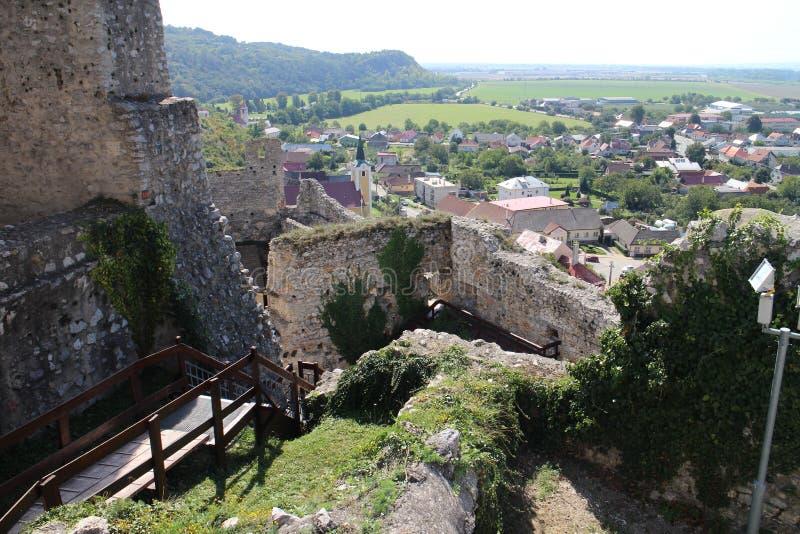 Ruines de château de Beckov images stock