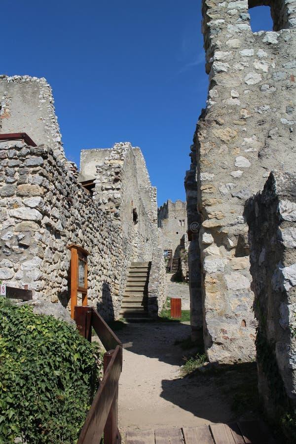 Ruines de château de Beckov image stock