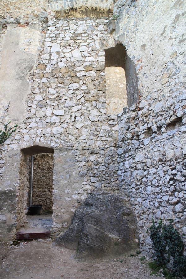 Ruines de château de Beckov photographie stock