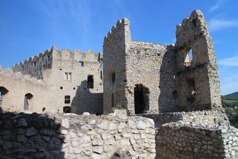 Ruines de château de Beckov image libre de droits