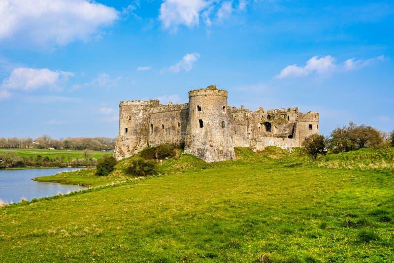 Ruines de château de Carew dans Pembrokeshire, Pays de Galles, R-U photo libre de droits
