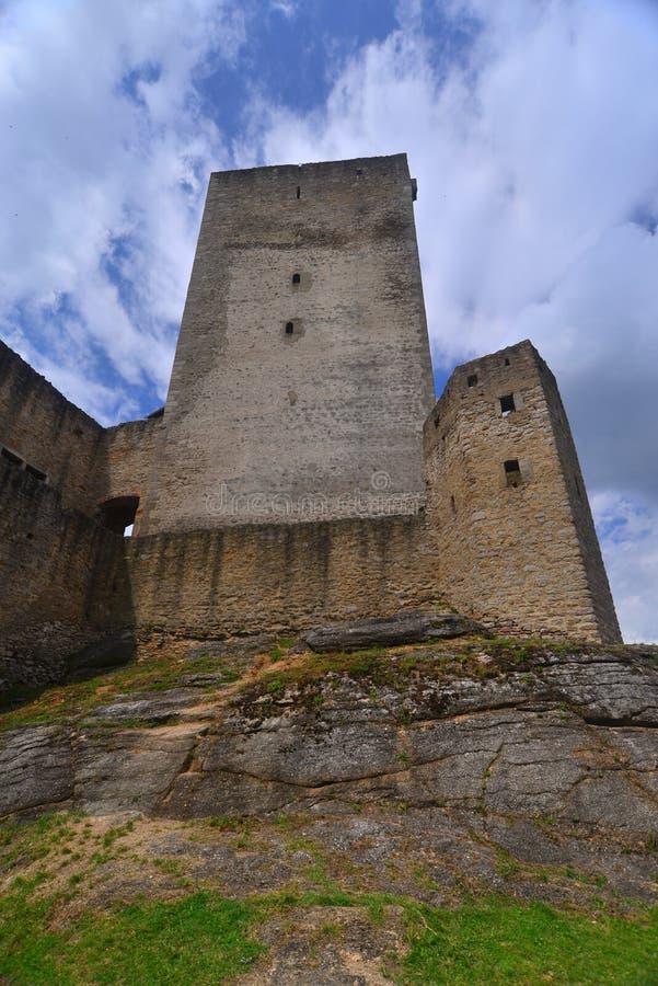 Ruines de château dans Karlstejn, République Tchèque photo stock
