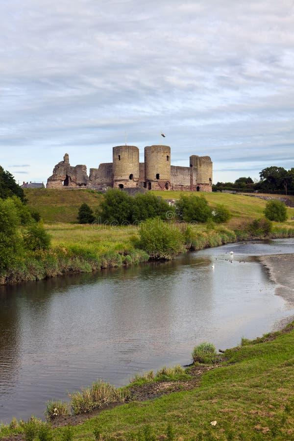 Ruines de château de Rhuddlan, Pays de Galles du nord images stock