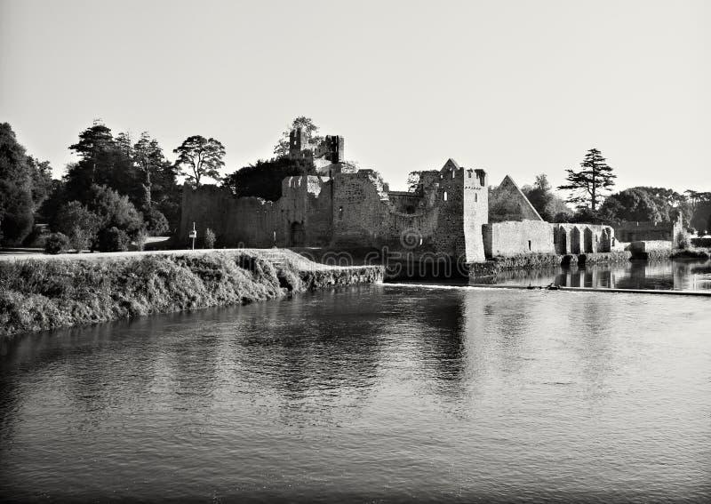 Ruines de château médiéval images stock