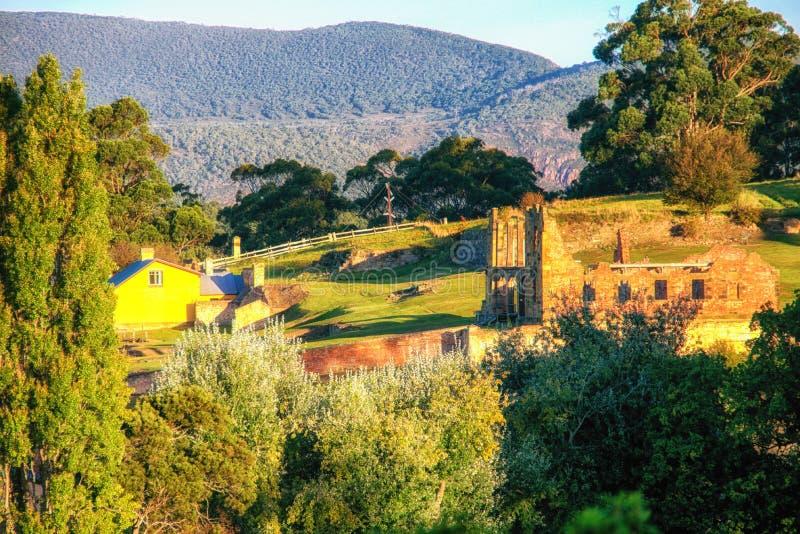 Ruines de construction au Port Arthur, Tasmanie qui était par le passé un s pénal photo stock
