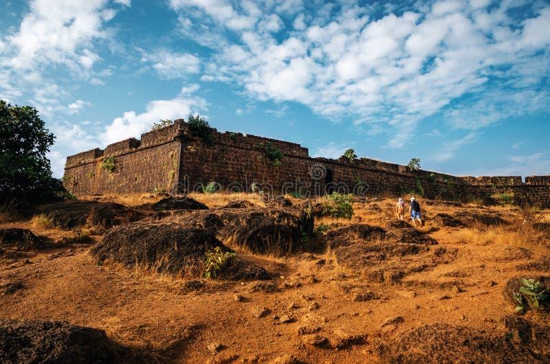 Ruines de fort de Chapora, Goa du nord, Inde image libre de droits
