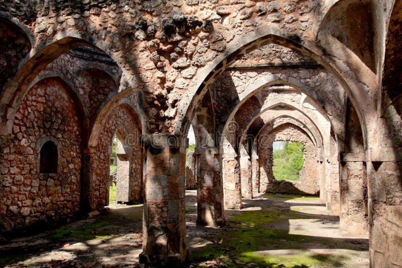 Ruines de Kilwa Kisiwani en Tanzanie images libres de droits