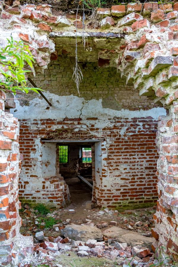 Ruines de l'église abandonnée de St John l'évangéliste du XVIIIème siècle dans Fedorovsky photo libre de droits
