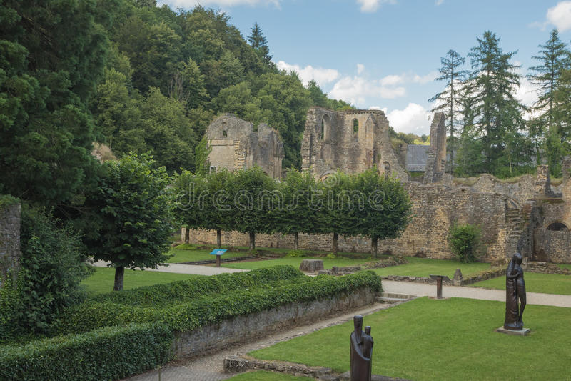 Ruines de l'abbaye d'Orval photographie stock