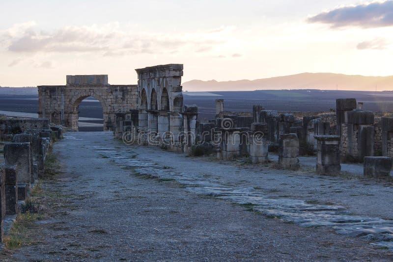 Ruines de la basilique romaine de Volubilis pr?s de Meknes et de Fez, Maroc photo libre de droits
