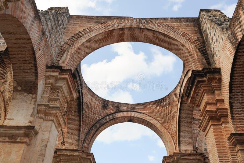 Ruines de la cathédrale chez l'Antigua photos stock