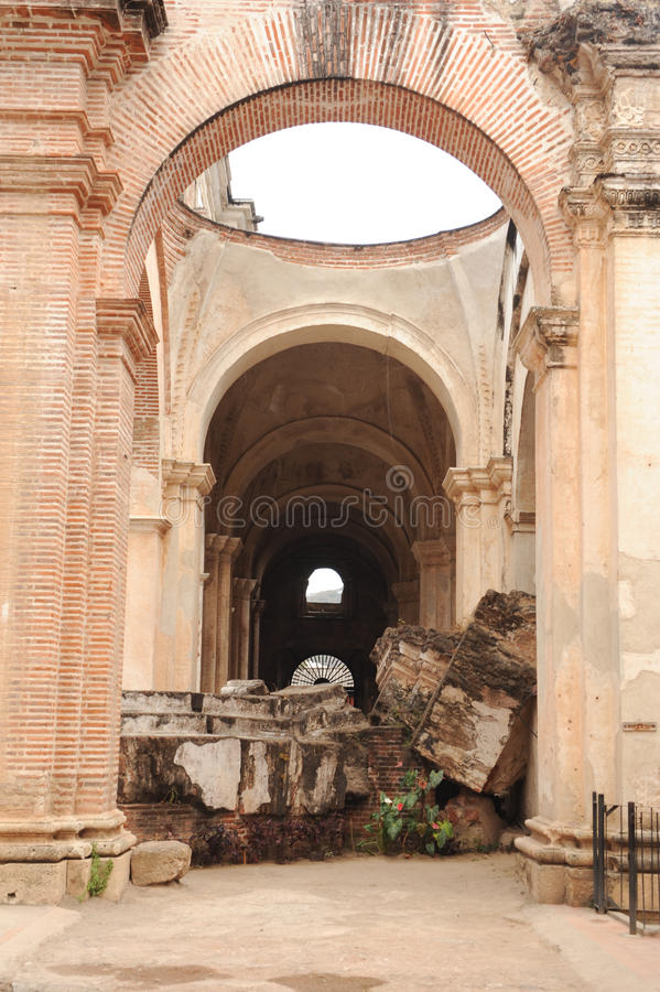 Ruines de la cathédrale chez l'Antigua images stock