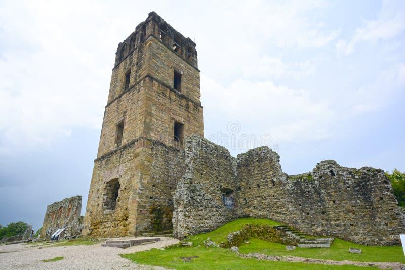 Ruines de la tour de cathédrale de la vieille ville du Panama images libres de droits
