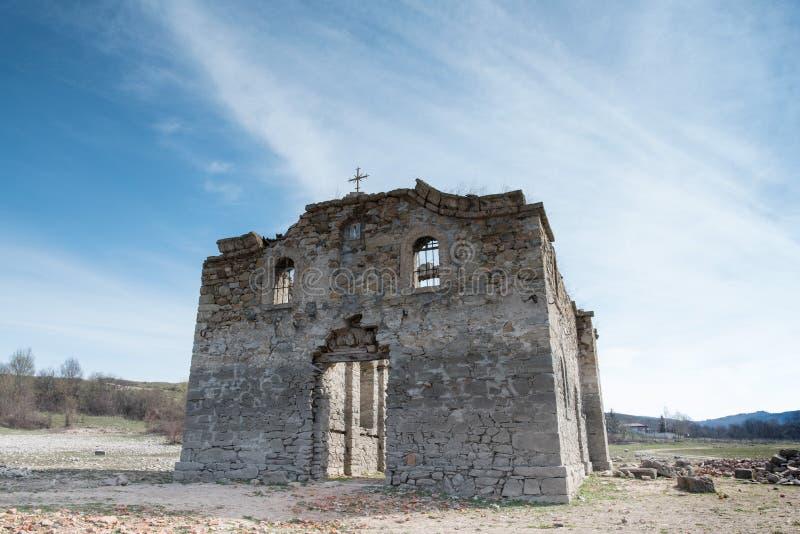 Ruines de la vieille église orthodoxe orientale du saint Ivan Rilsk Ab photos libres de droits