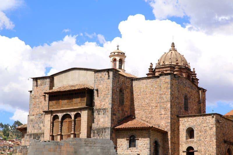 Ruines de Qorikancha et couvent Santo Domingo dans Cuzco image stock