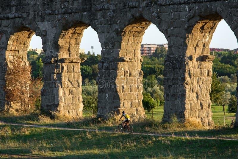 Ruines de Roman Aqueducts antique, Rome, photos stock