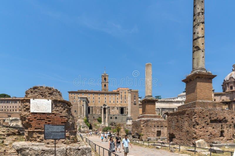 Ruines de Roman Forum et de colline de Capitoline dans la ville de Rome, Italie photographie stock libre de droits
