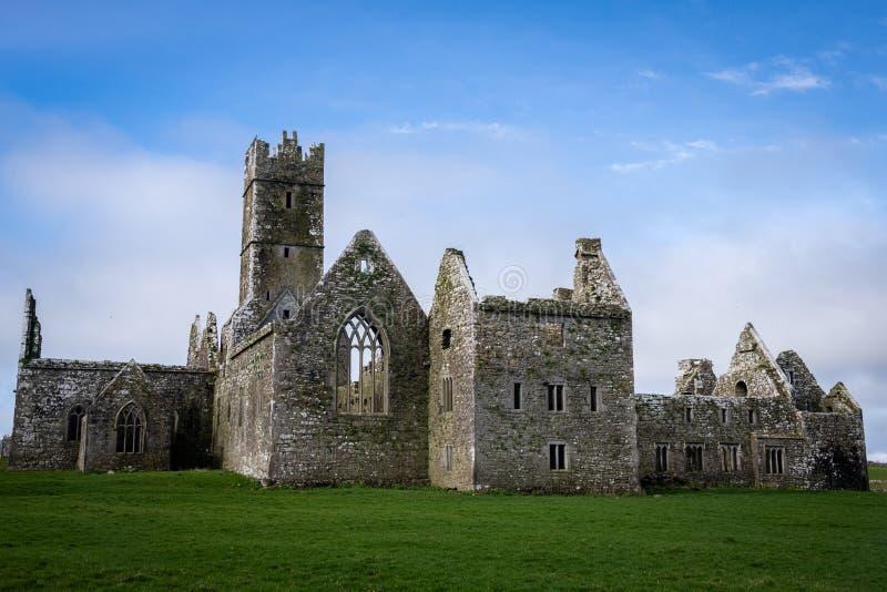 Ruines de Ross Abbey magnifique, Irlande photo libre de droits